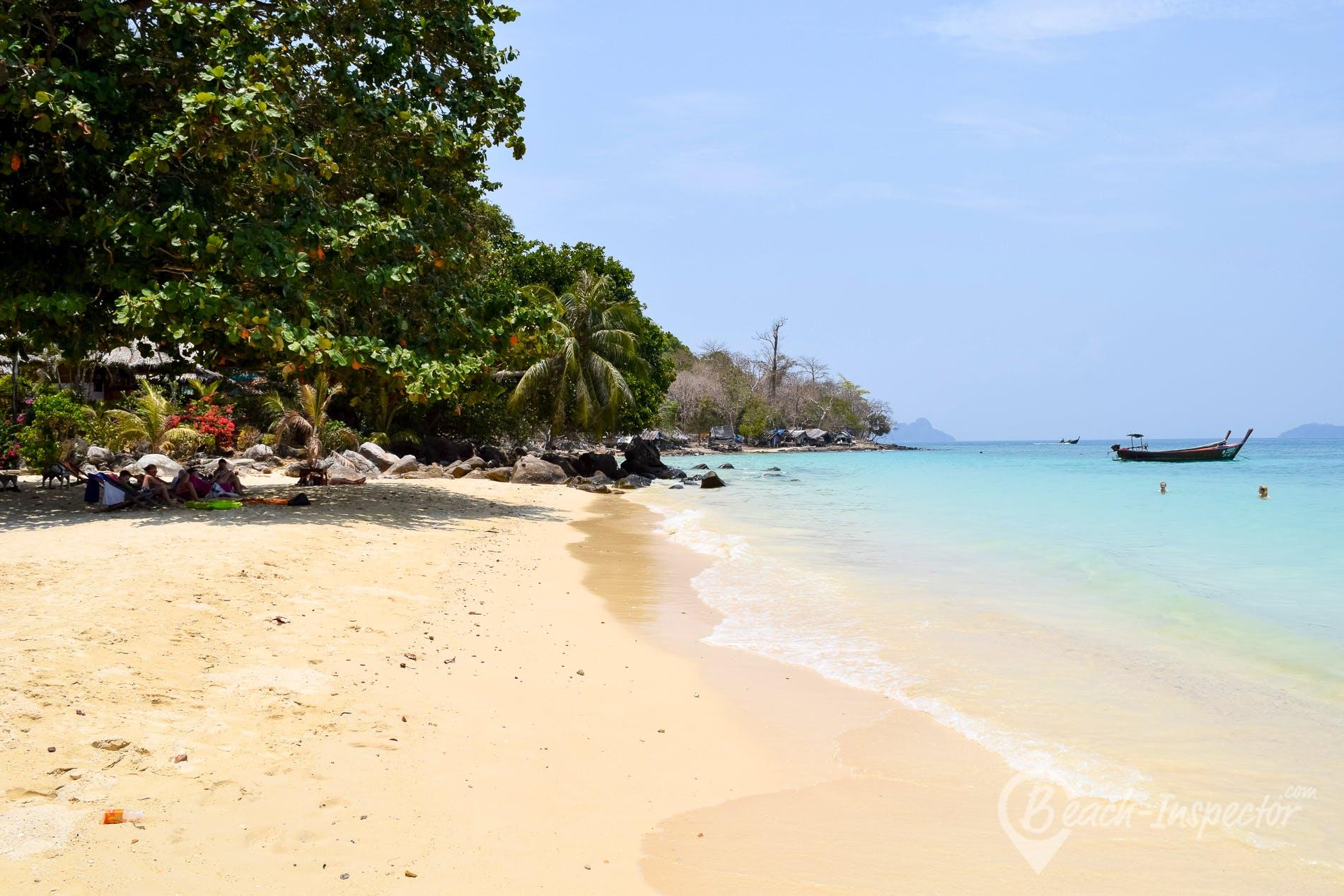 Beach Phak Nam Bay, Koh Phi Phi, Thailand