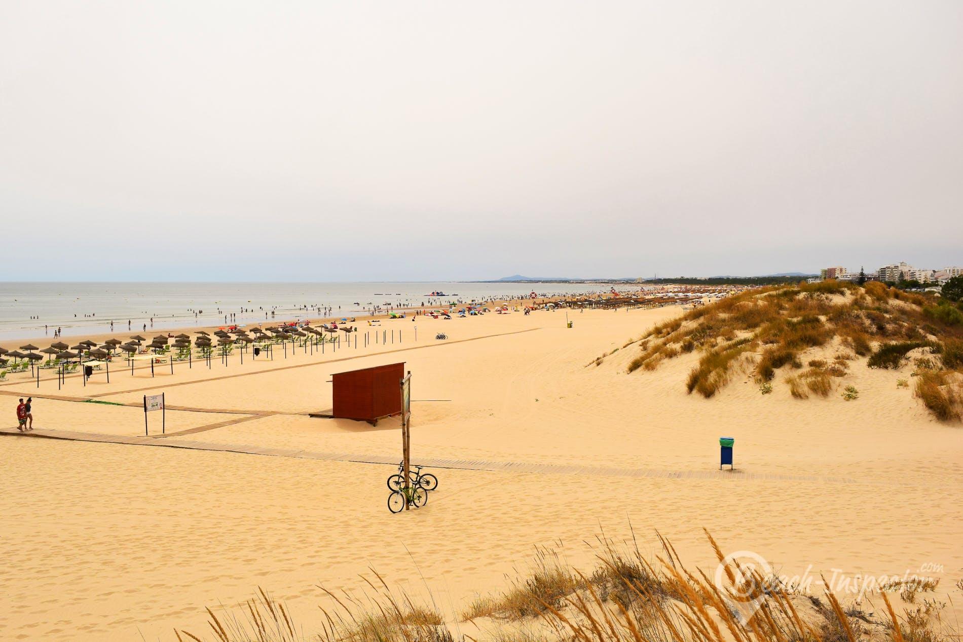 Beach Praia de Monte Gordo, Algarve, Portugal