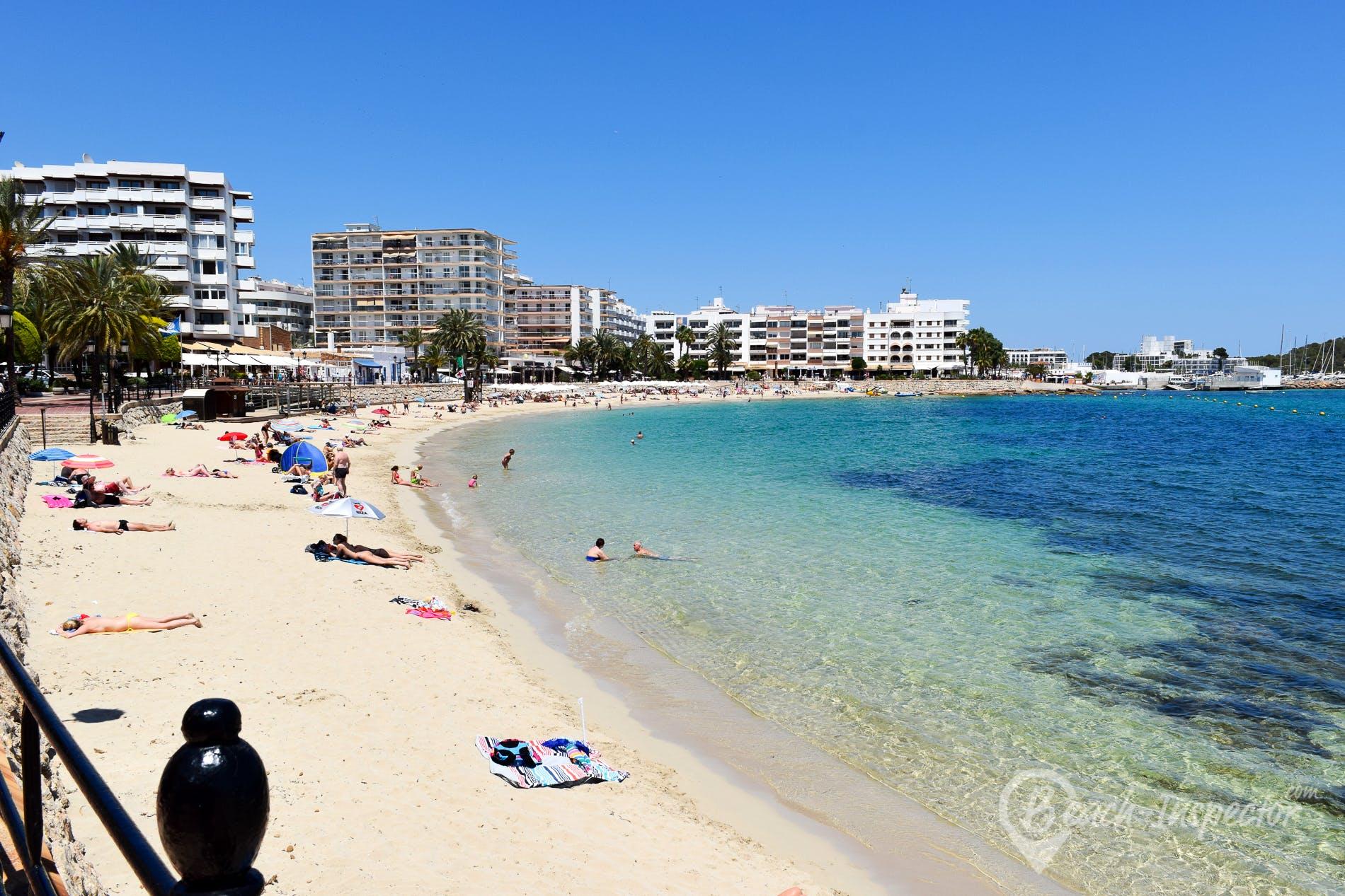 Strand Playa de Santa Eulalia, Ibiza, Spanien
