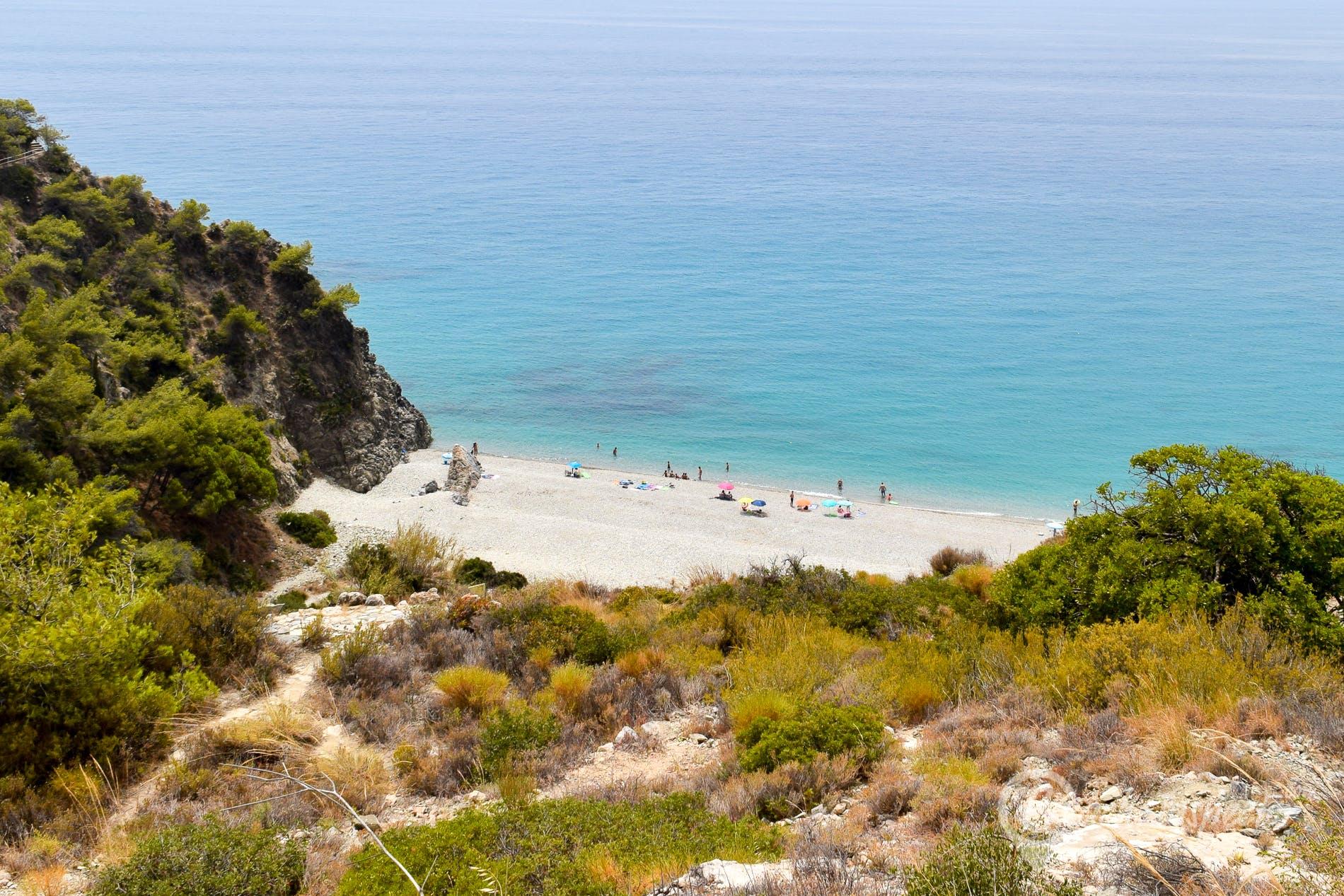 Strand Calas del Pino, Costa del Sol, Spanien