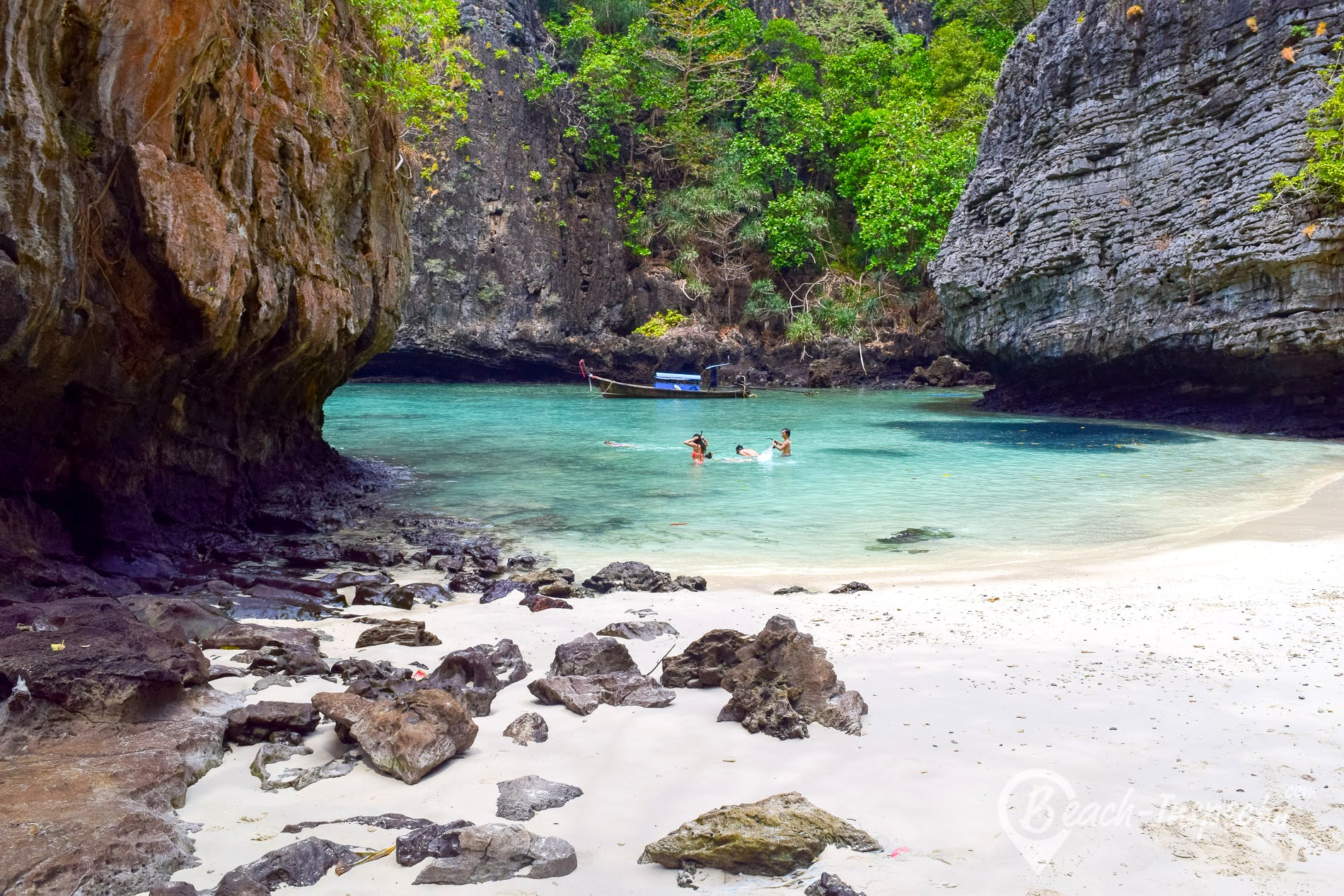 Beach Wang Long Bay, Koh Phi Phi, Thailand
