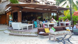 Mandarina Restaurant & Beach Club