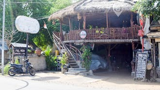 Fullmoon Cafe and Homestay